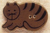 43014L Brown Cat Lying Down Facing Left Debbie Mumm Button